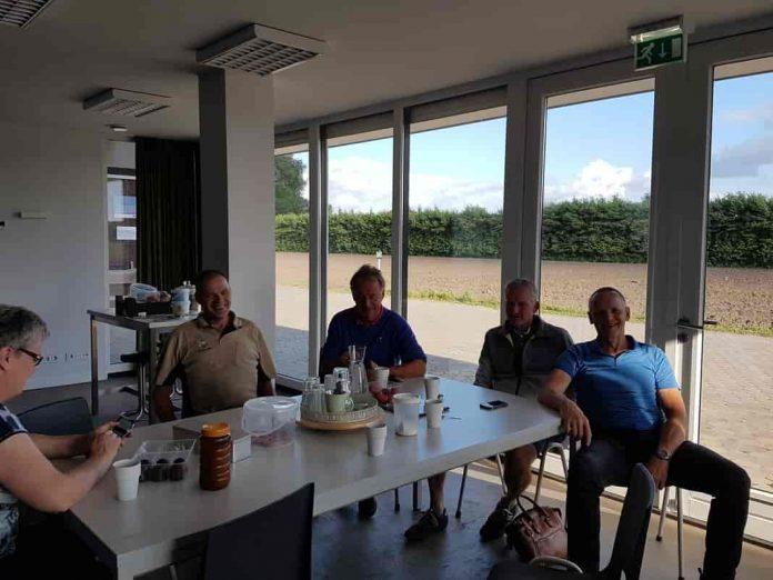 Ad, Henk, Wil en Jan fietsen naar Rome