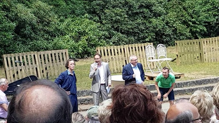Open air theatre Joe Mann Best re-opened by major Ubachs